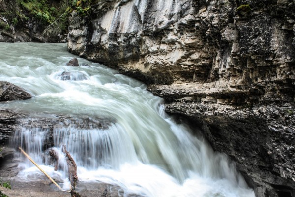 A trail etiquette guide for johnston canyon alberta for Johnston canyon cabins