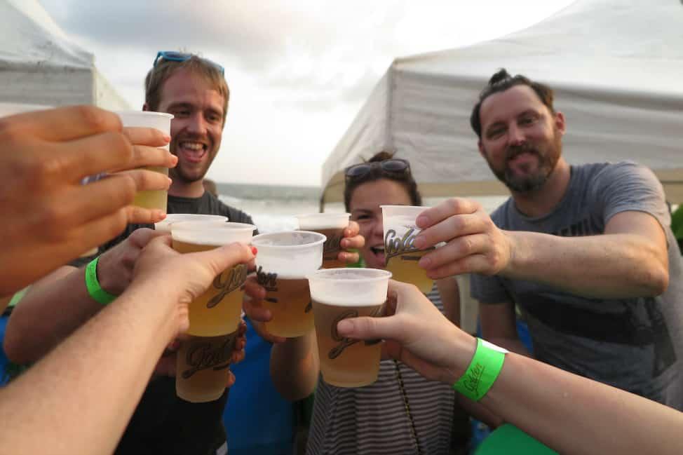 Beach party in El Tunco